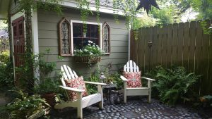 cosy home in Cooper-Young historic district